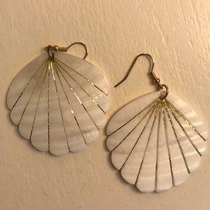 Jewelry - Seashell earrings